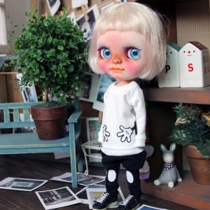 Blythe Both Hands Long T - White